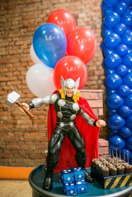 decoracion con globos para cumpleaños de thor