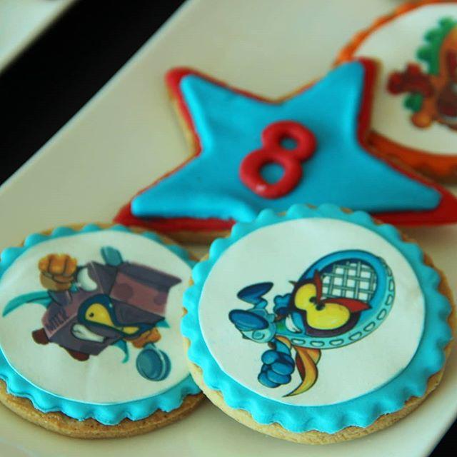 mesa de dulces para cumpleaños de super zings