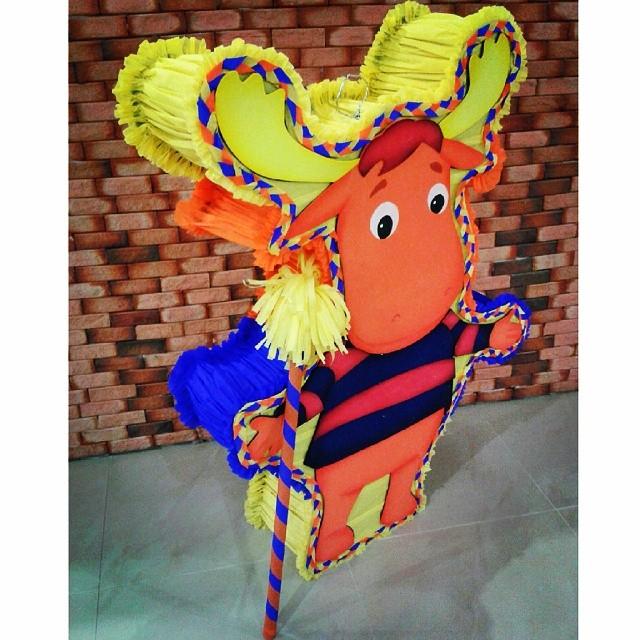 piñata para un cumpleaños de backyardigans