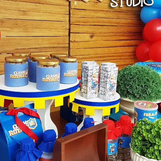 mesa de dulces para fiesta de clash royale