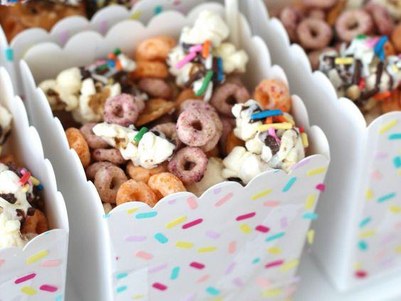 mesa de dulces para fiesta de confeti