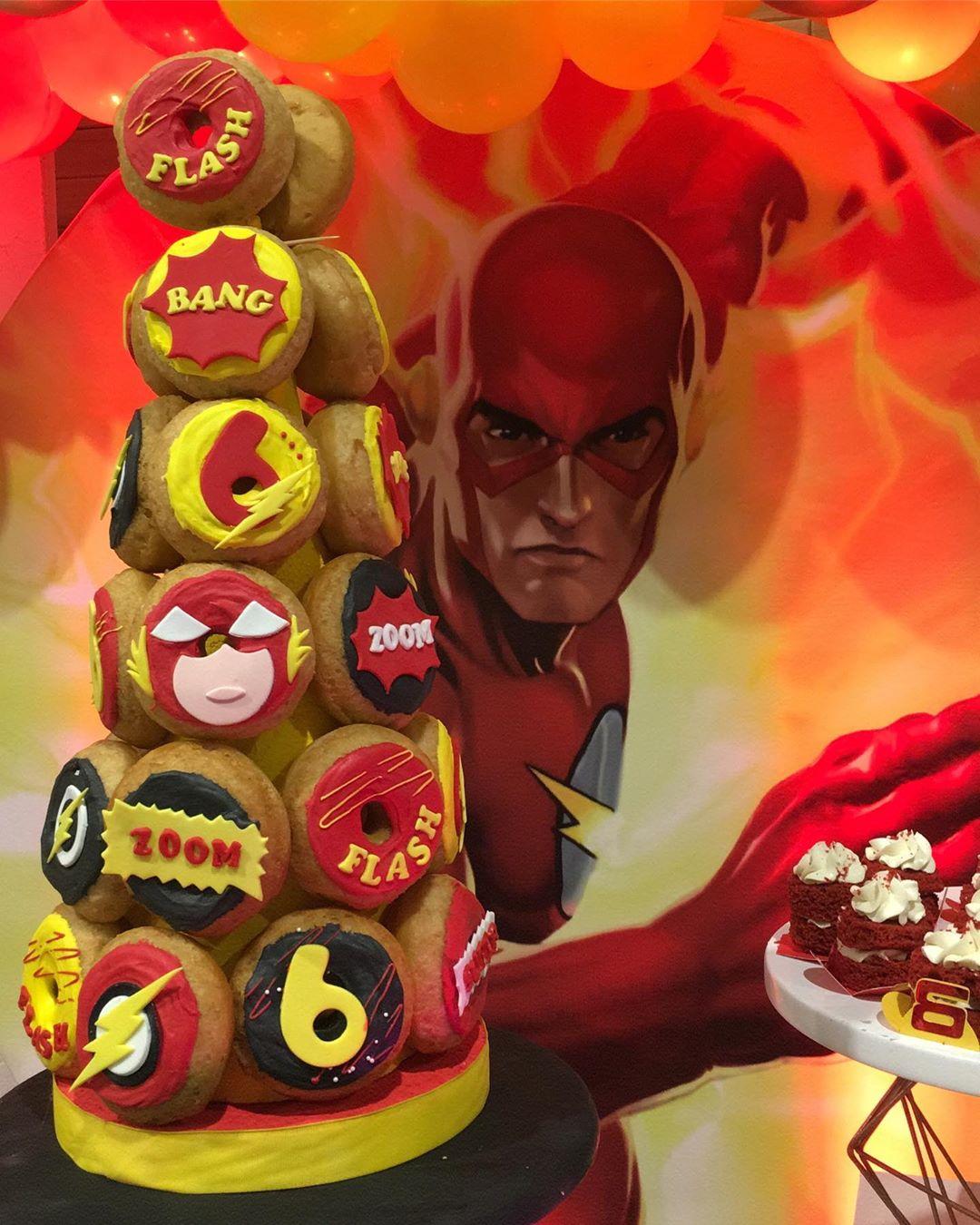 mesa de dulces para fiesta de flash