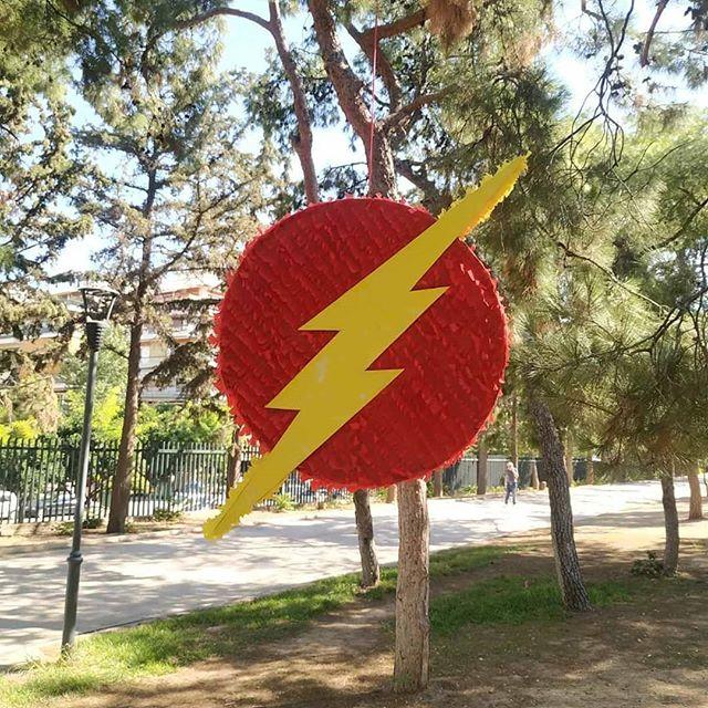piñata para un cumpleaños de flash