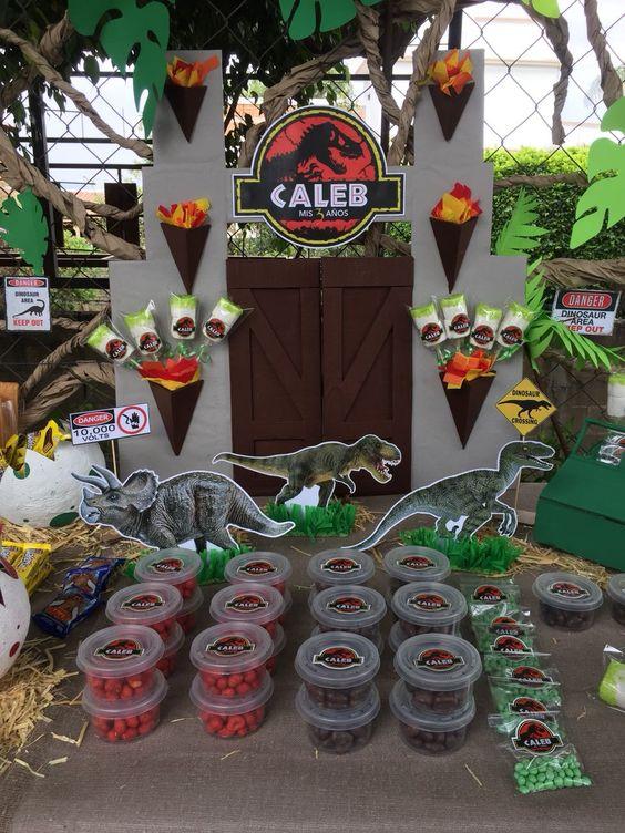 mesa de dulces para fiesta de jurassic world dinosaurios