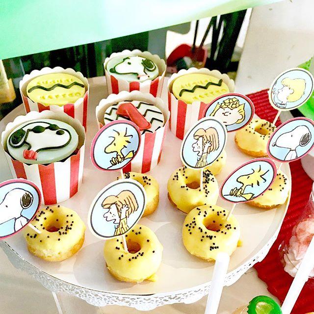 mesa de dulces para fiesta de snoopy