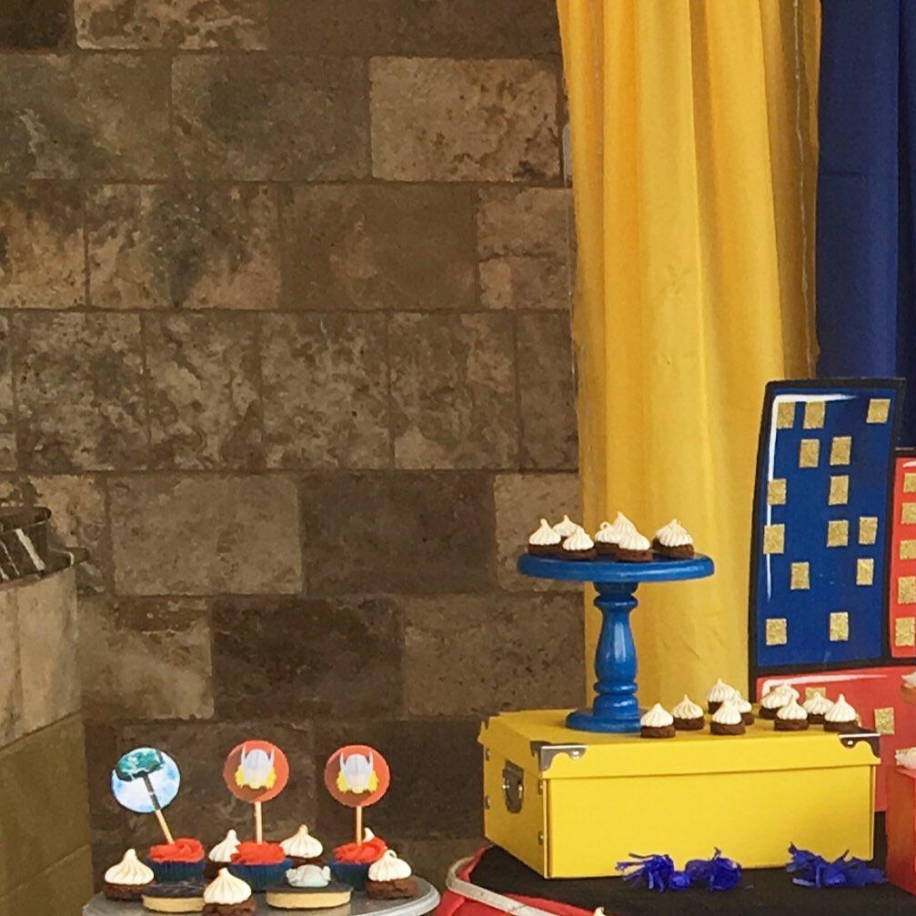 mesa de dulces para fiesta de thor