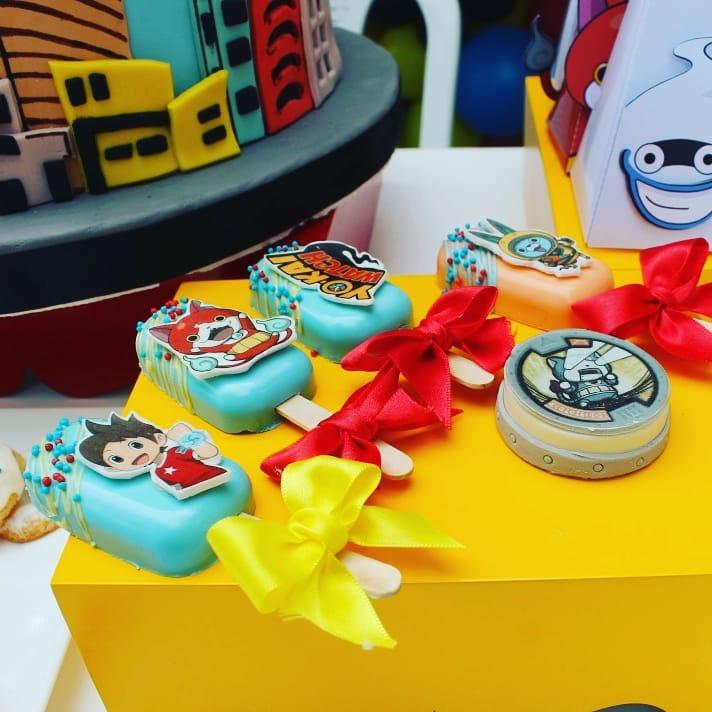mesa de dulces para fiesta de yo kai watch
