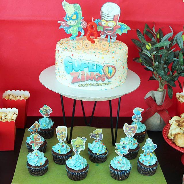 pastel para cumpleaños de super zings