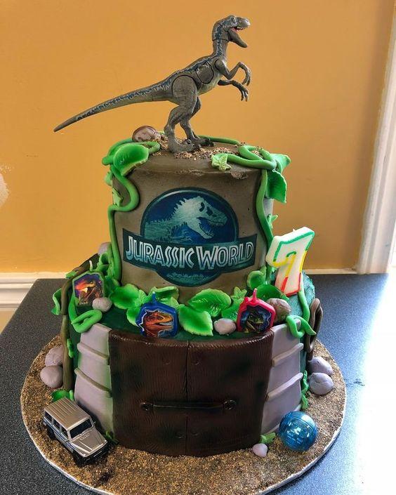 pastel para una fiesta de jurassic world dinosaurios