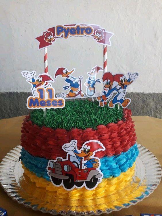 pastel para una fiesta de pajaro loco