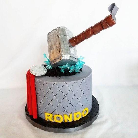 pastel para una fiesta de thor