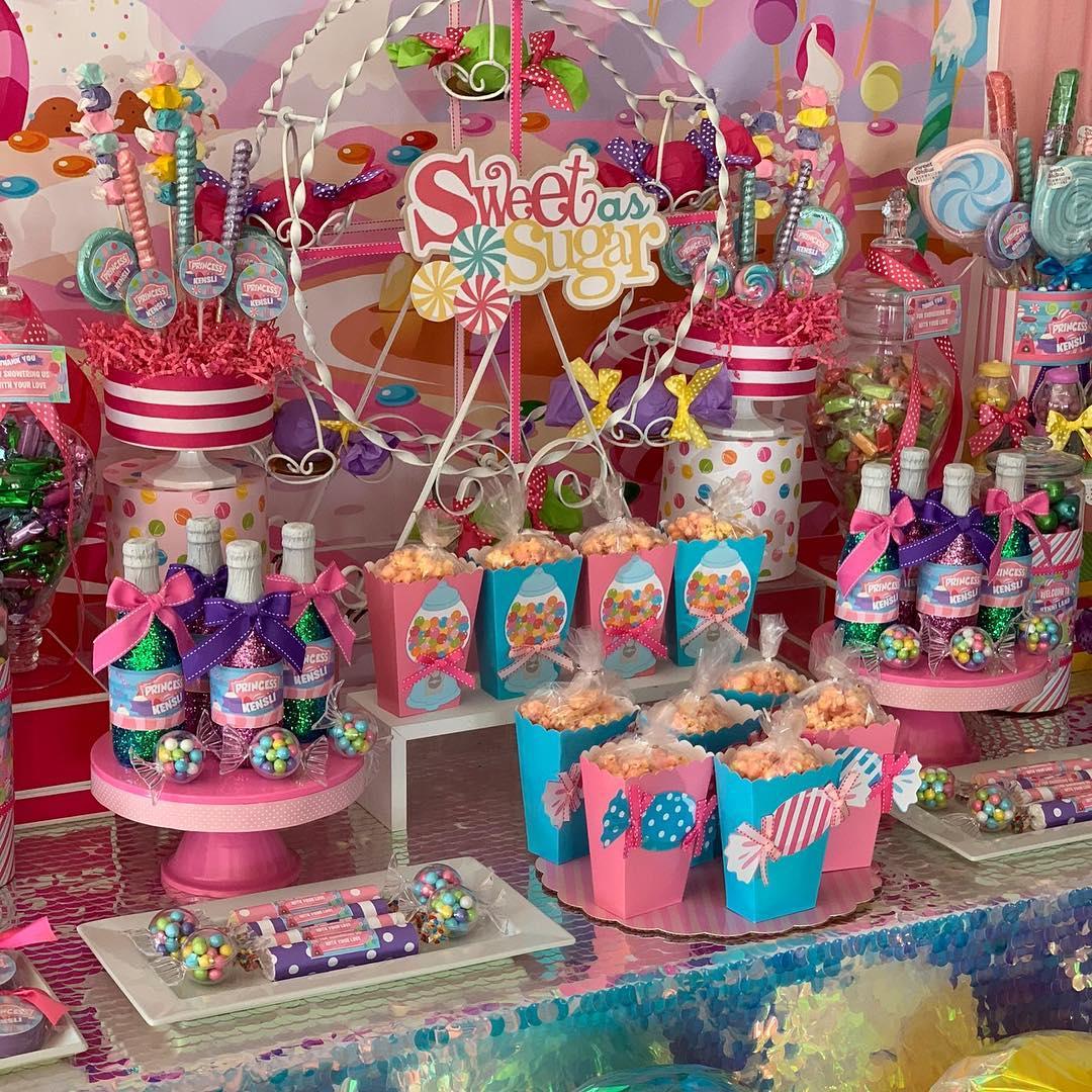 Diseño de mesa principal para fiesta infantil candyland