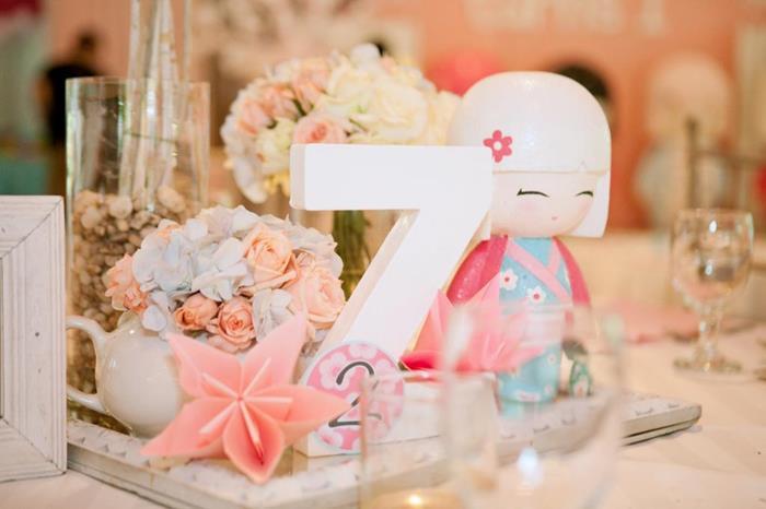 Centros de mesa para un cumpleaños de muñecas Kokeshi