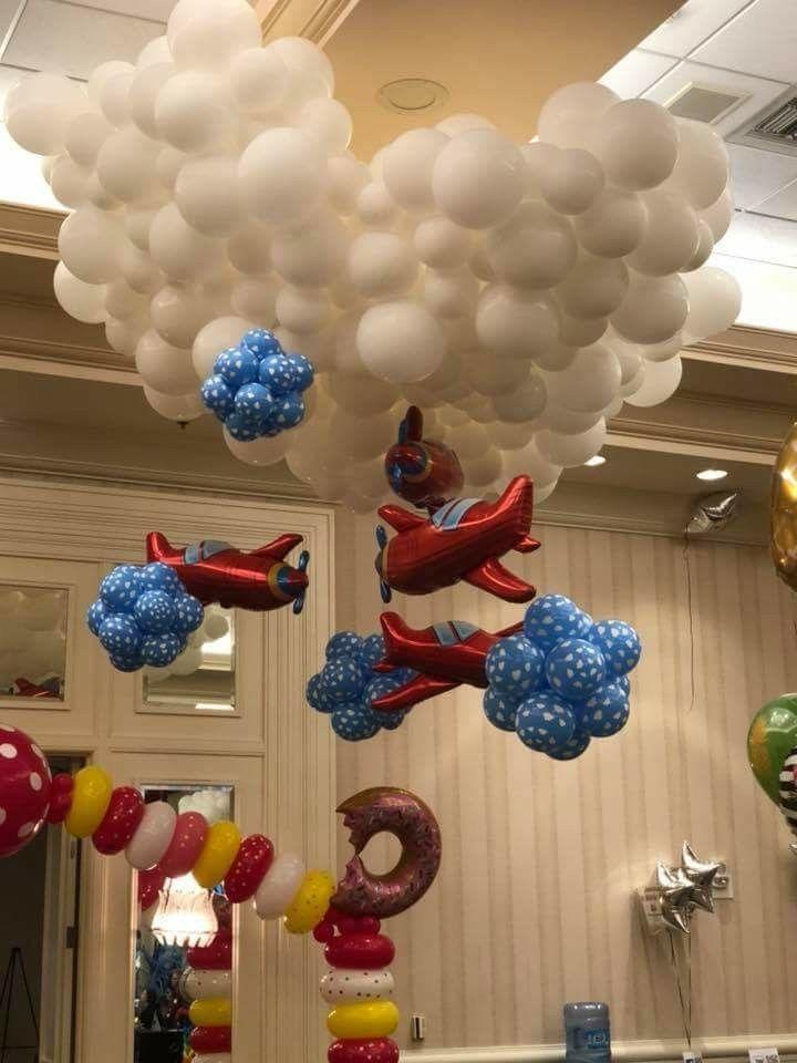 Decoración con globos para cumpleaños de Viajes