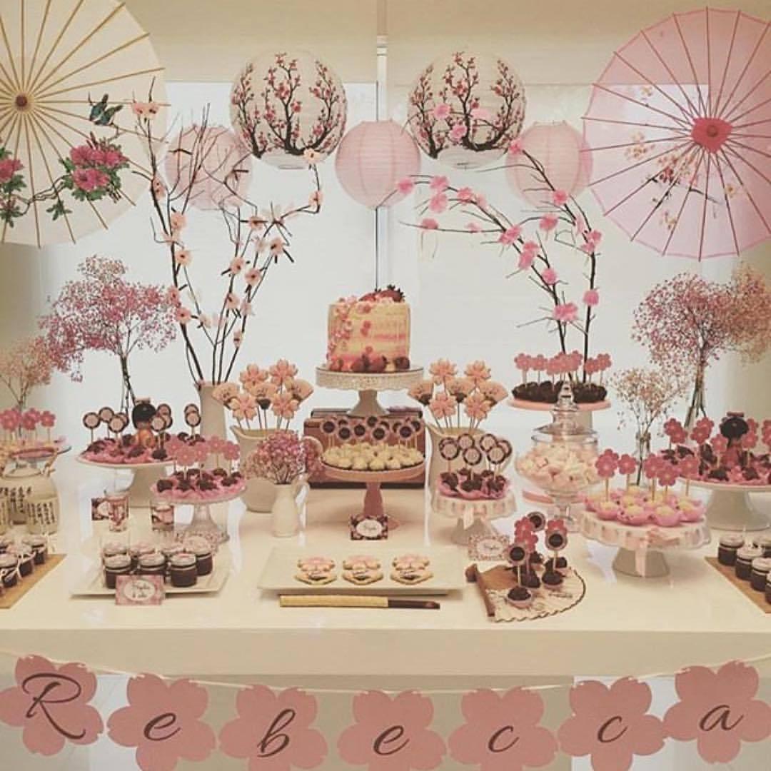 Mesa de dulces para fiesta de muñecas Kokeshi