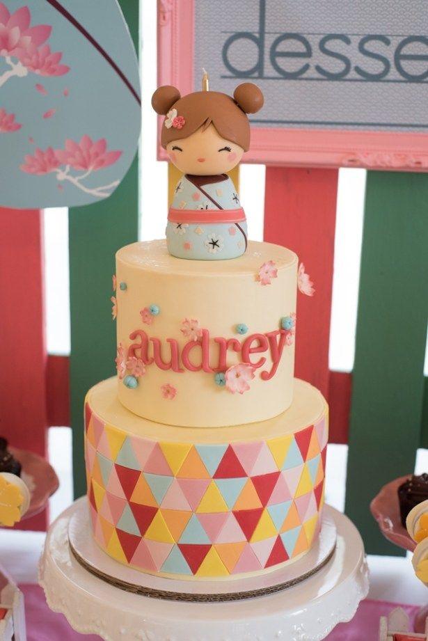 Pastel para una fiesta de muñecas Kokeshi