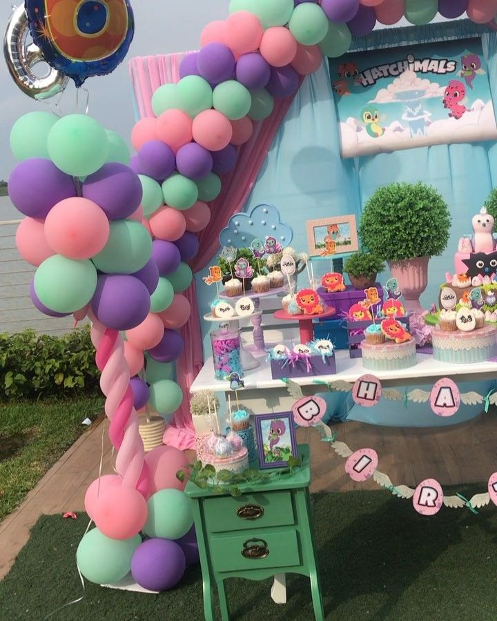 Decoración con globos para cumpleaños de hatchimals