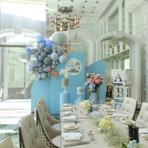 Decoración con globos para baby shower y bautizos color azul
