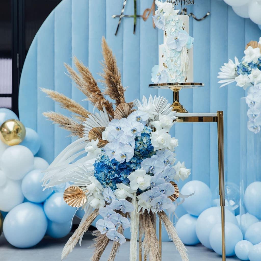 Decoración con globos para baby shower y bautizos color azul