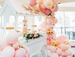 Decoración con globos para baby shower y bautizos color rosa