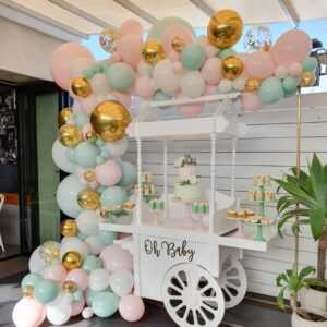 Decoración con globos para baby shower y bautizos colores pastel
