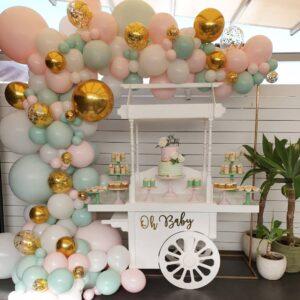 Decoración con globos para baby shower y bautizos colores pastel