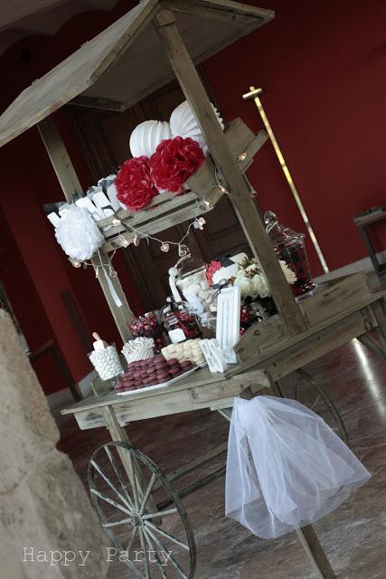 Carrito de postres para fiesta rojo y blanco